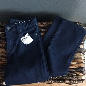 New woman's Gap mid rise real straight jeans
